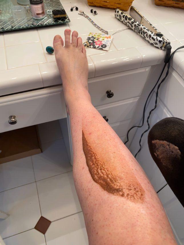 Applying sunless tanner