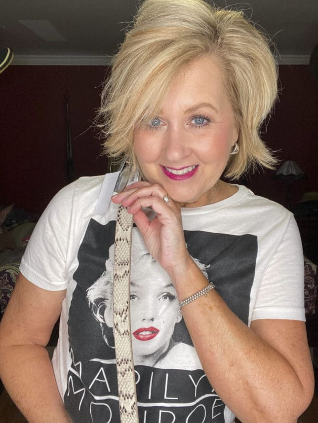Fashion Blogger showing a snakeskin belt from Loft while wearing a Marilyn Monroe t-shirt