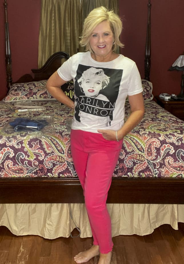 Fashion Blogger wearing a Marilyn Monroe t-shirt with a pair of strawberry colored jeans from Loft