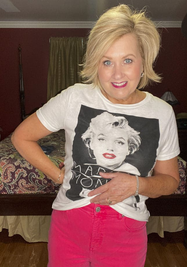 Fashion Blogger wearing a Marilyn Monroe t-shirt and a pair of strawberry colored jeans from Loft