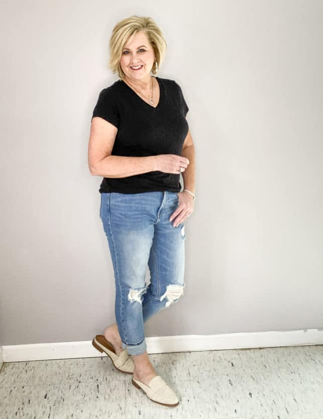 FASHION BLOGGER 50 IS NOT OLD WEARING LINEN LOOKING MULES FROM TARGET