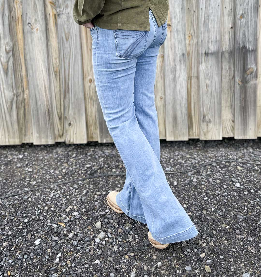 Over 40 Fashion Blogger, Tania Stephens, is showing the back of a pair of flare jeans