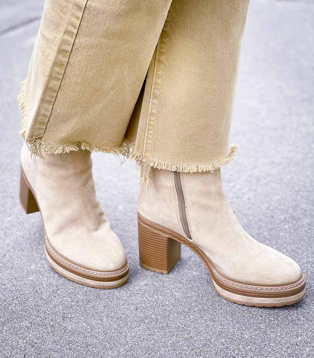 Over 40 Fashion Blogger, Tania Stephens is wearing platform boots