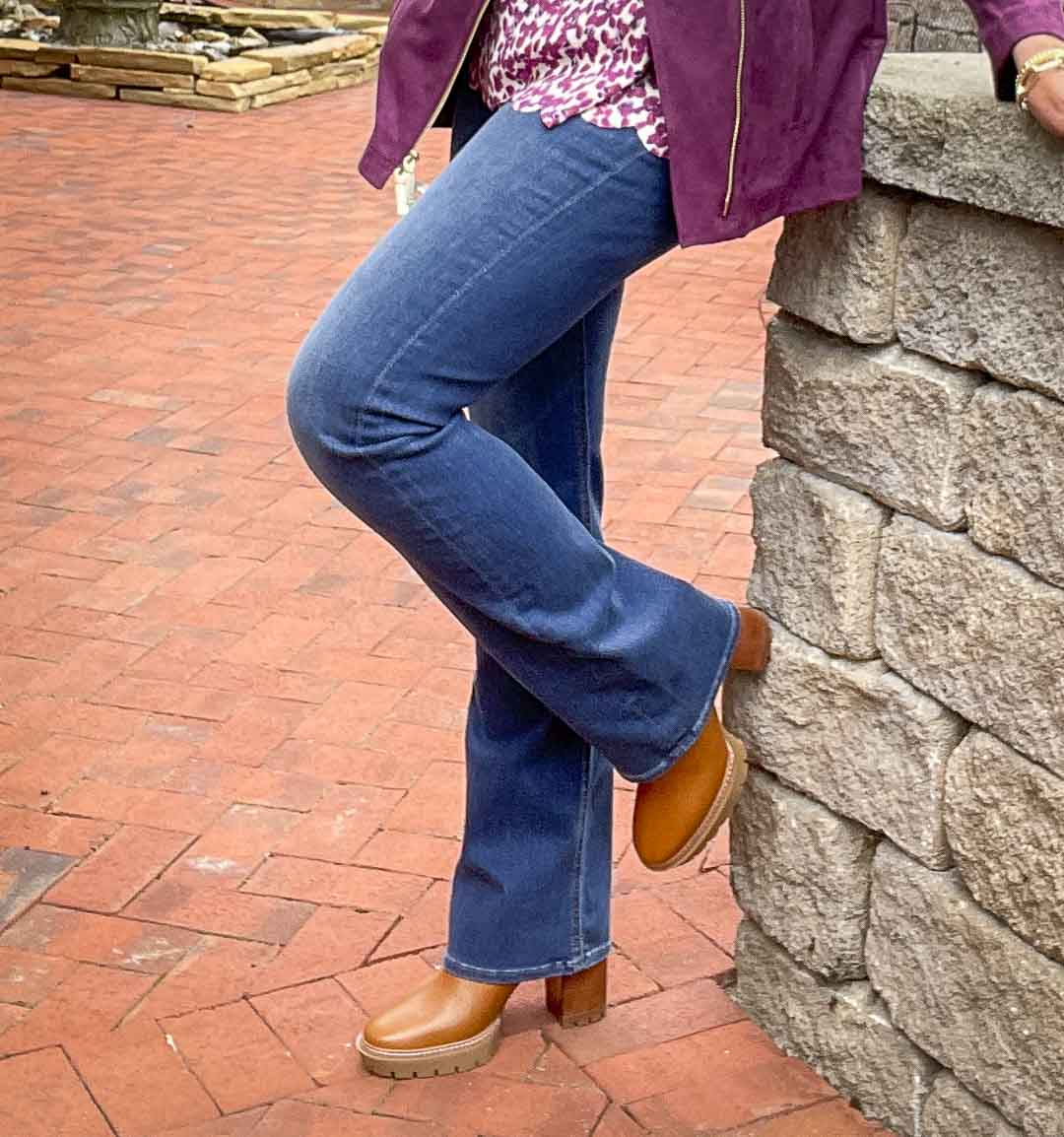 Over 40 fashion blogger, Tania Stephens is wearing a pair of bootcut jeans with lug boots