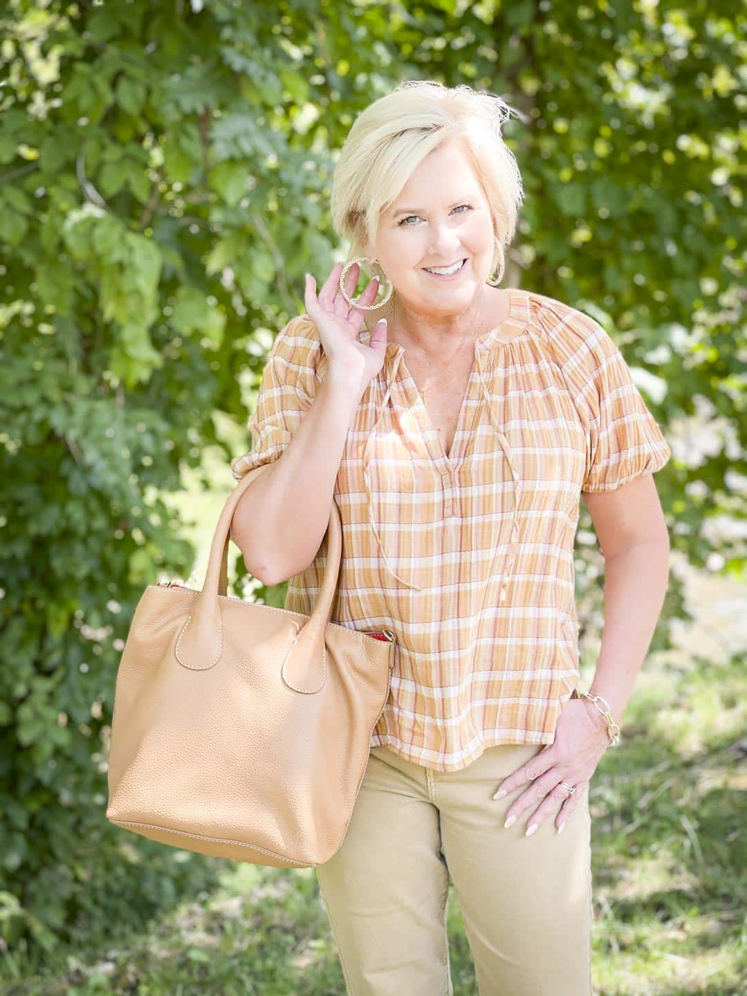 Over 40 Fashion Blogger, Tania Stephens, looks casual in her fall festive plaid top and gold jewelry from Kendra Scott